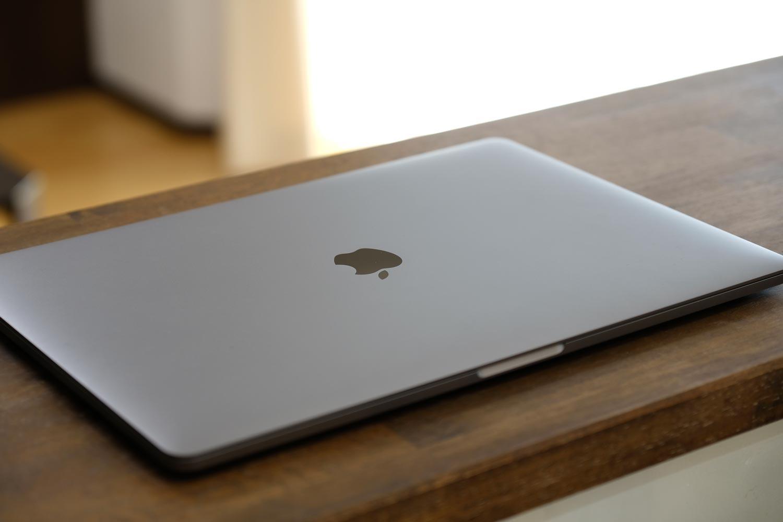 MacBook Pro 13インチ 天板デザイン
