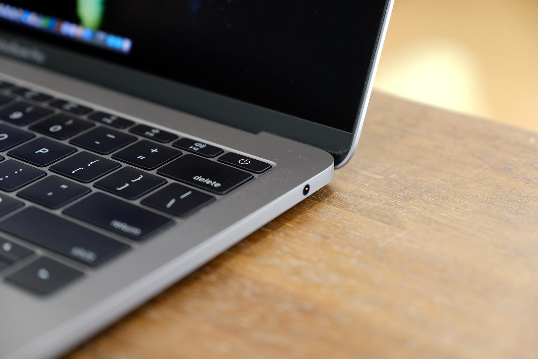 13インチMacBook Pro 右サイド(ヘッドフォンジャック)