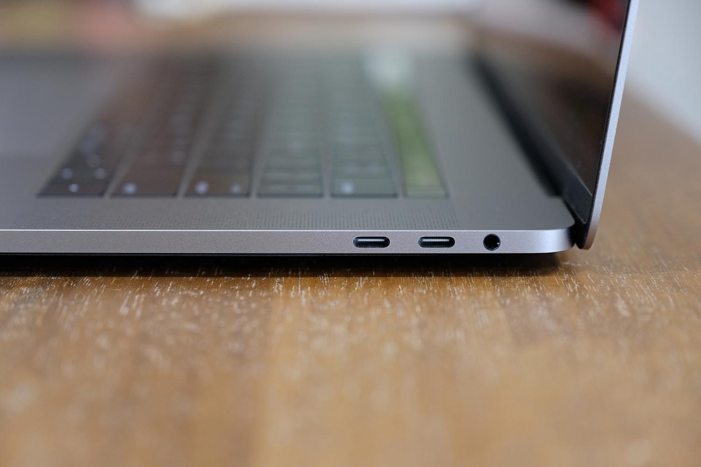 MacBook Pro 15インチ USB-C 右サイド