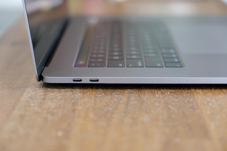 MacBook Pro 15インチ USB-C 左サイド