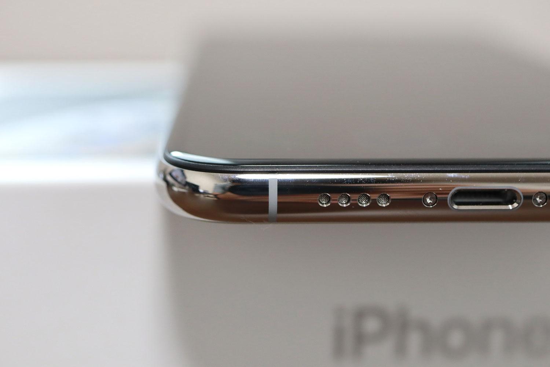 iPhone XS Max 下部