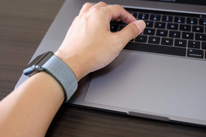 MacBook Pro 15インチ パームレスト幅の長さ