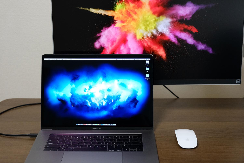 15インチMacBook ProをUSB-Cケーブル一本で4kモニターに接続