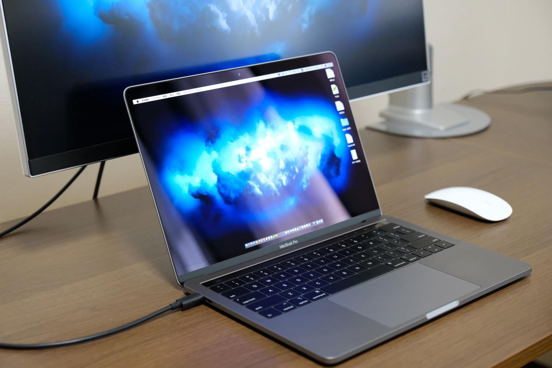 13インチMacBook Proと外部モニターの位置関係