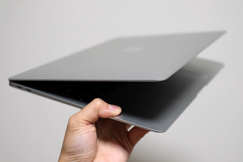 MacBook Air くさび型のウェッジデザイン